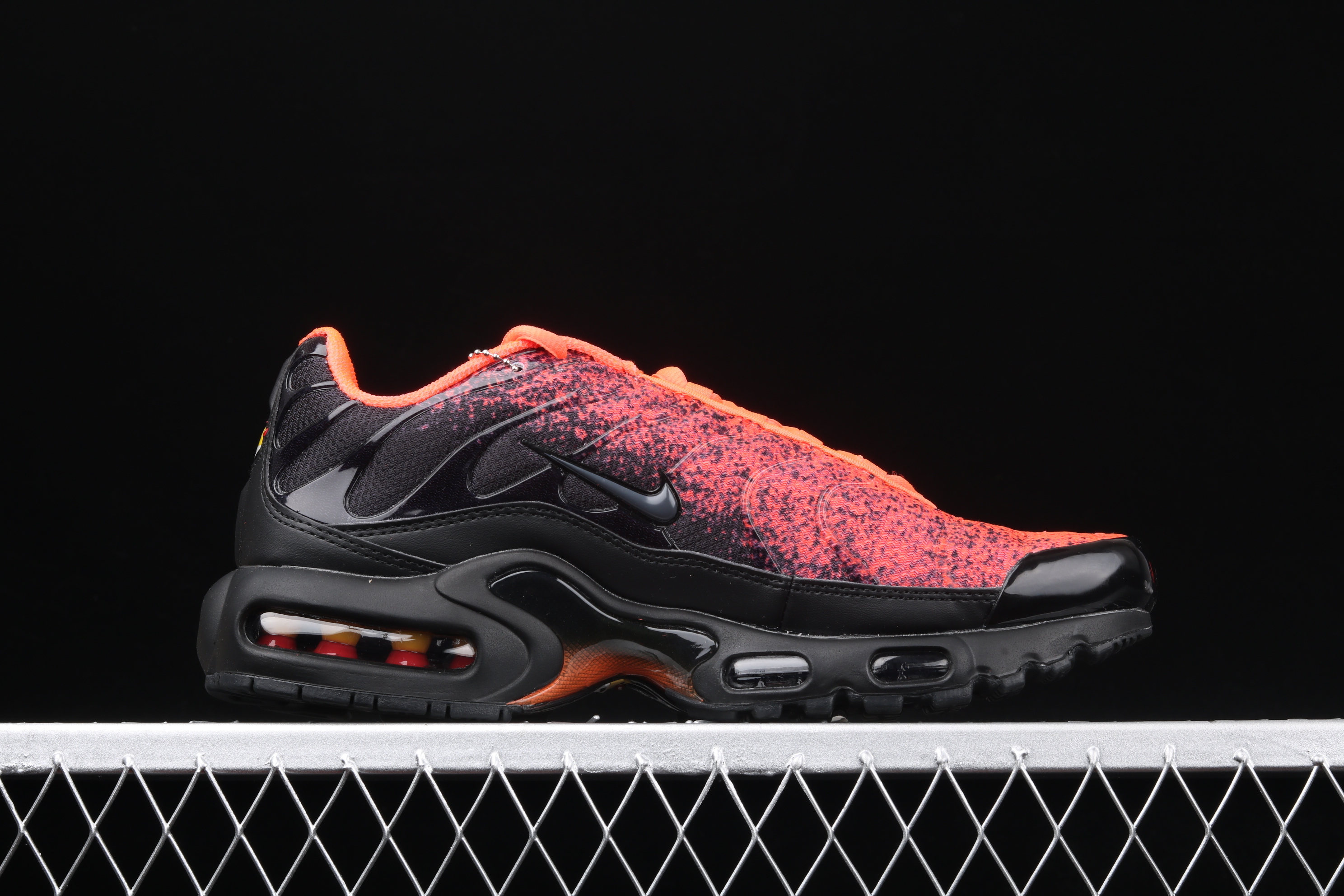 New Men Nike Air Max PLUS TXT Black Reddish Orange Running Shoes
