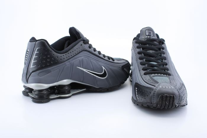 Real Shox R4 Shoes Black Grey Black Swoosh